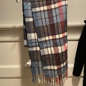 Plaid GAP scarf - never worn!